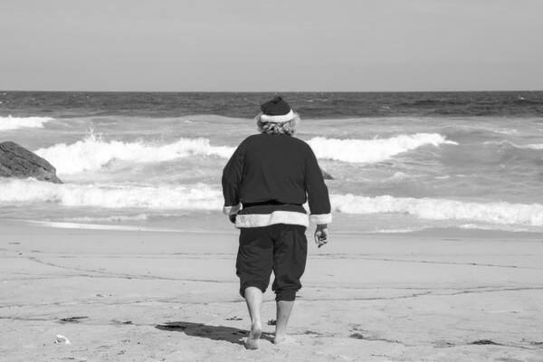 Светские сплетни: в этом году Санта-Клаус останется на самоизоляции?