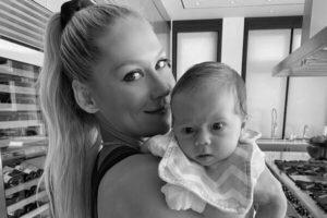 Анна Курникова показала дочь