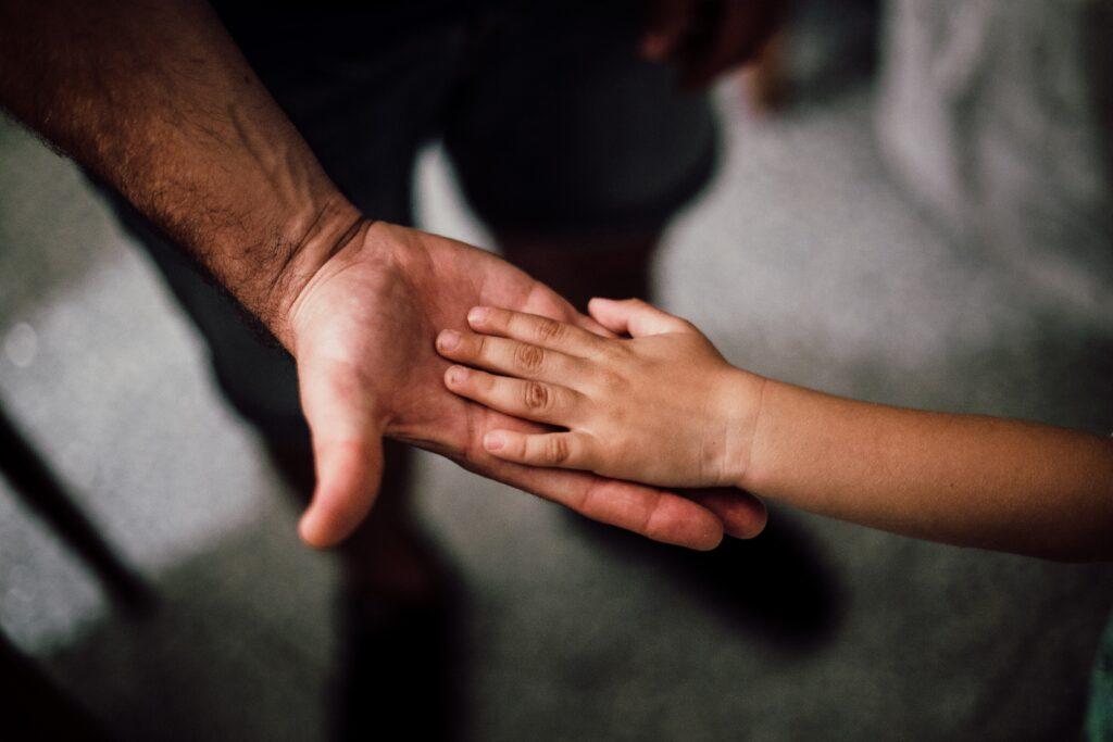 За что не нужно хвалить отцов?