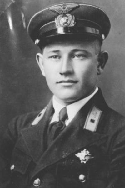 Герой Советского Союза летчик Алексей Маресьев - биография.