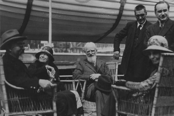 Бернард Шоу: бесстрастный брак, роман с актрисой и восхищение Сталиным. Интересные факты из биографии драматурга.