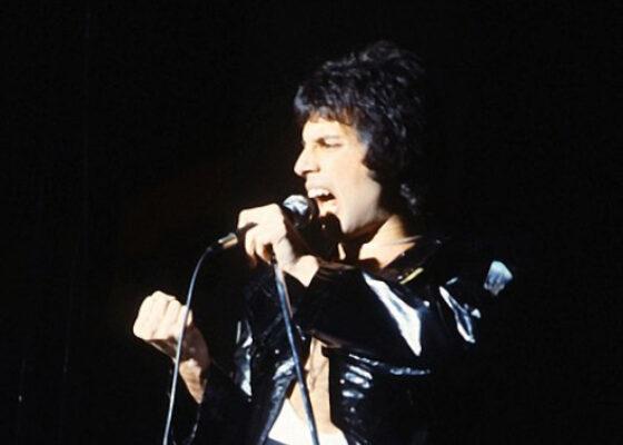 Фредди Меркьюри: творчество, жизнь и смерть одного из величайших рок-певцов и обладателя одного из величайших голосов за всю историю музыки